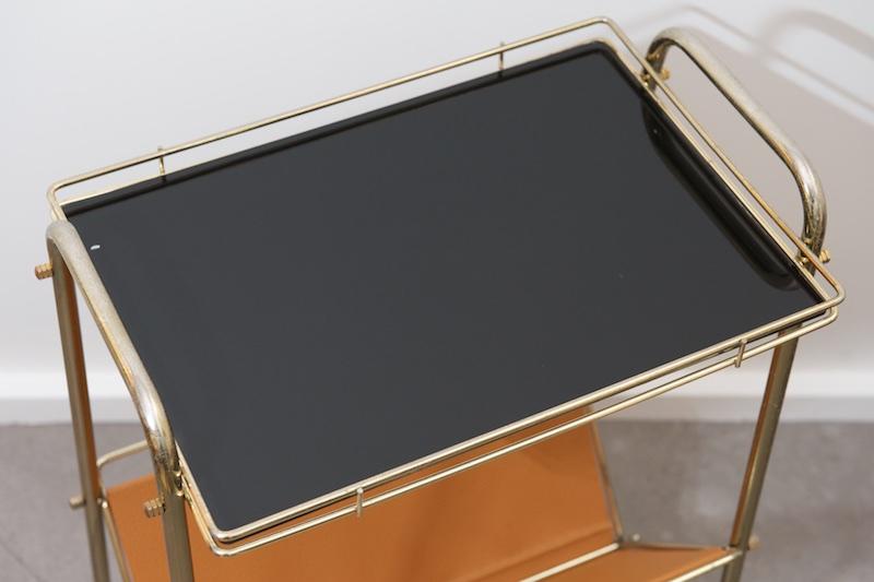 Beistelltisch auf rollen mit zeitungsablage tauma 1950er for Beistelltisch glas mit zeitungsablage