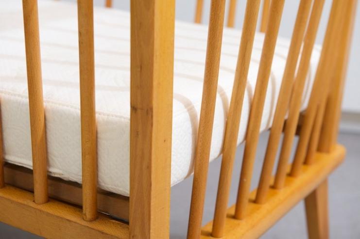 kinderbett swiss beech 1954 neue matratze bliss modern antiques. Black Bedroom Furniture Sets. Home Design Ideas