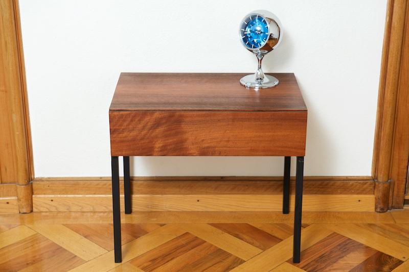 beistell nachttisch mit schublade victoria swiss 1960er bliss modern antiques. Black Bedroom Furniture Sets. Home Design Ideas