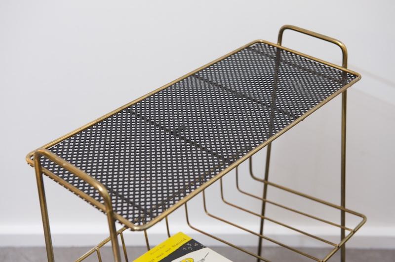 beistelltisch mit zeitungsablage negra gold 1950er. Black Bedroom Furniture Sets. Home Design Ideas