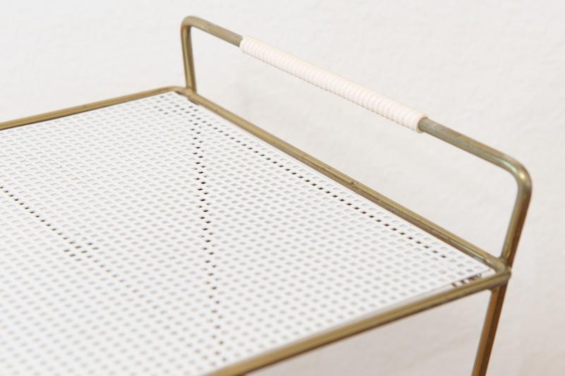 beistelltisch mit zeitungsst nder kassandra white 1950er. Black Bedroom Furniture Sets. Home Design Ideas
