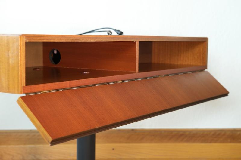 drehbarer audio tv tisch nussbaum deluxe 1960er mit vorverlegten netz boxenkabeln bliss. Black Bedroom Furniture Sets. Home Design Ideas