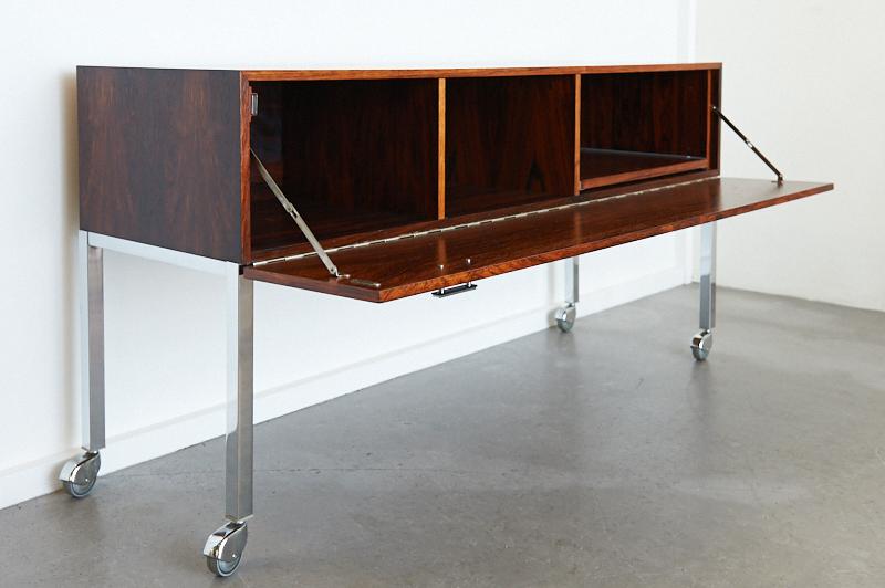 sideboard auf rollen rio trans palisander 1960er bliss modern antiques. Black Bedroom Furniture Sets. Home Design Ideas