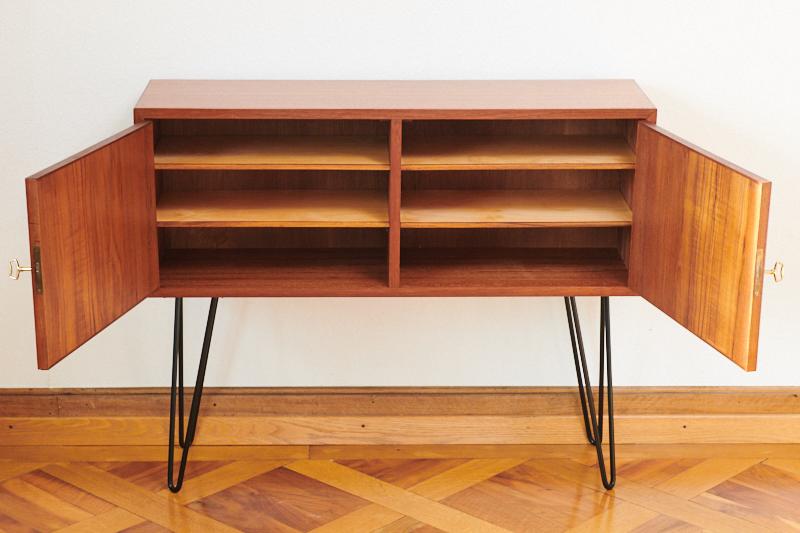 kleines teak sideboard dansk elegance 1961 bliss modern. Black Bedroom Furniture Sets. Home Design Ideas